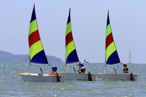 kids learn to sail in townsville